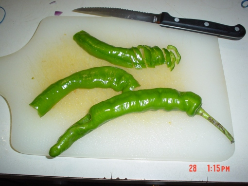 "I suspect these ""long hot peppers"" are in the cayenne family."