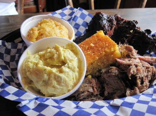 Dinner plate (ribs, pulled pork) in Lilburn