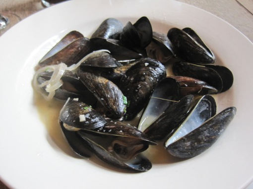 Mussels, quite good. Tasty broth.